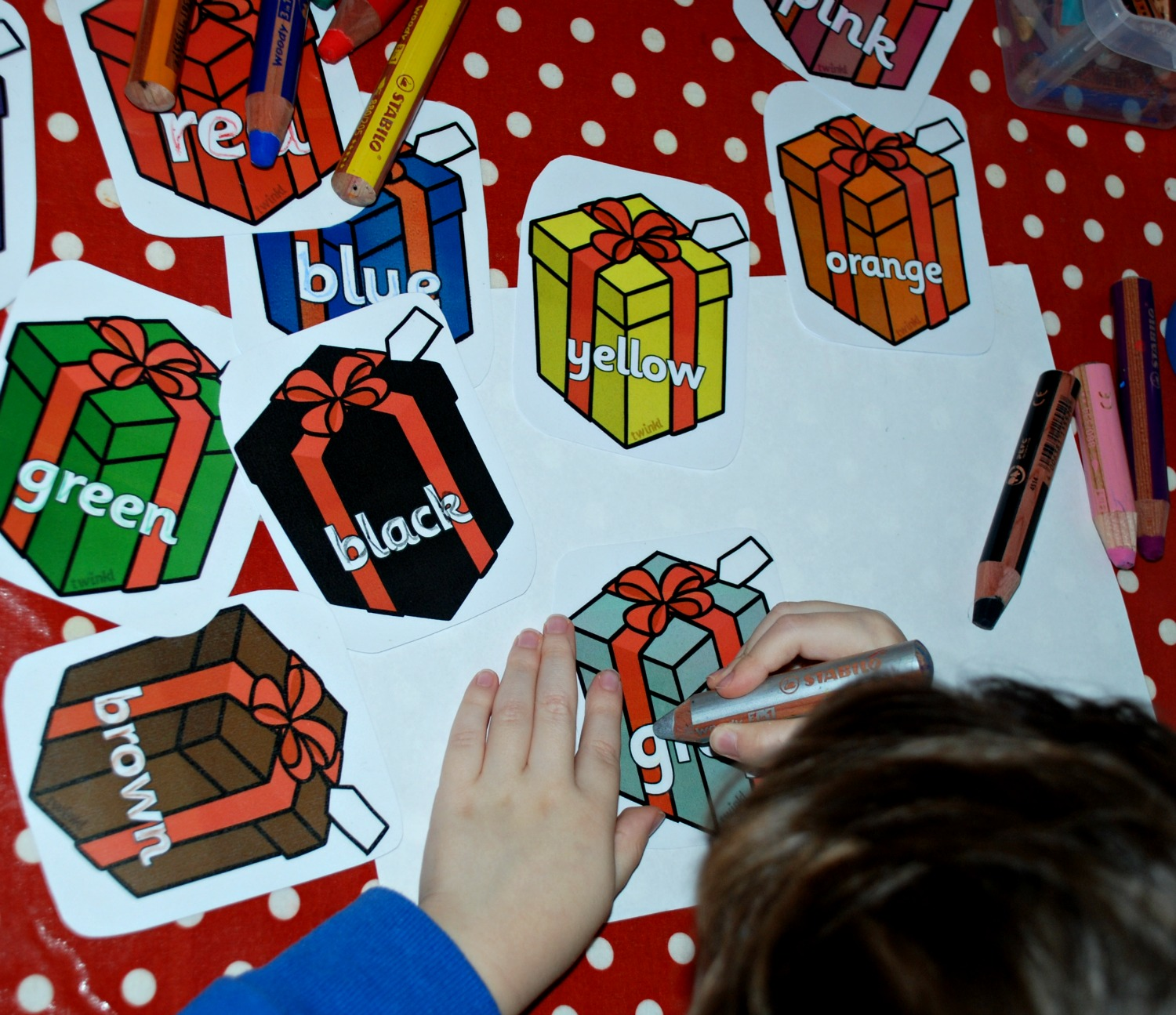 Christmas colouring in sheets twinkl - Christmas Presents Tracing Over The Colour Words