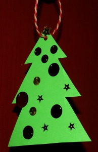 Simple Christmas tree decoration for the younger kids