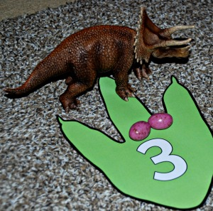 Dinosaur maths working out that 1 Dinosaur plus 2 dino eggs equals 3