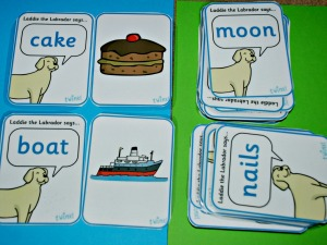 Laddie the Labrador says matching card activity from Twinkl