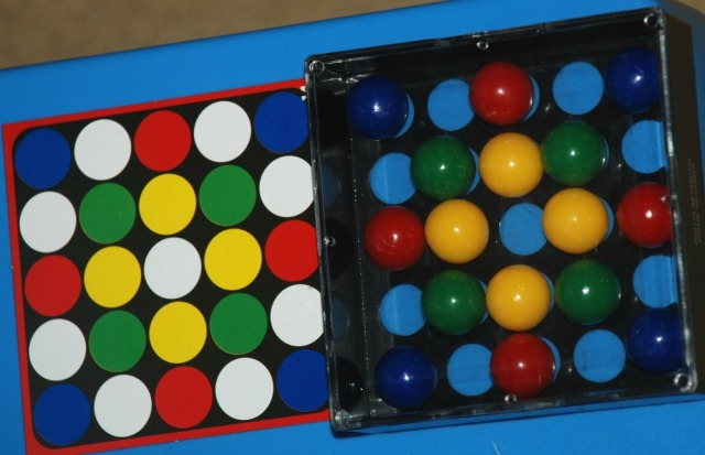 Edushape Tricky finger game. Matching the coloured marbles to the pattern card