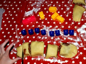 learning-resources-cutting-the-cookie-dough-into-fractions-that-match-the-fraction-pieces