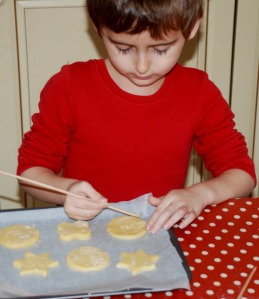 baking with kids letting them write and draw on the cookies