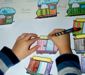 sh-th-ch-activity-writing-words-on-the-carriages