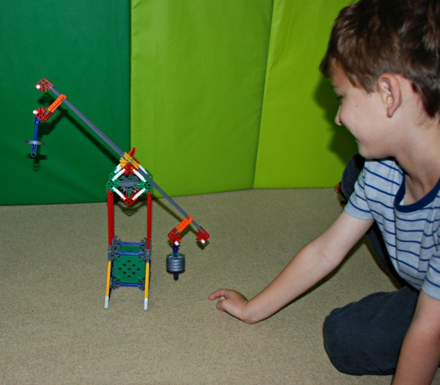 K'NEX Educational Levers & Pulley Set adjusting the weights on the balance and seeing what happens