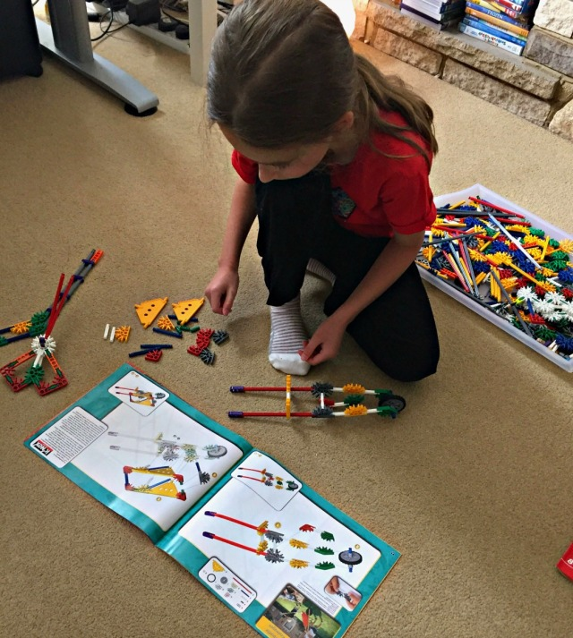 K'NEX Educational Levers & Pulley set following the designs in the booklet