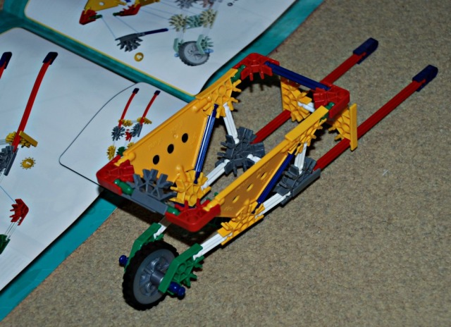 K'NEX Educational sets building a wheelbarrow