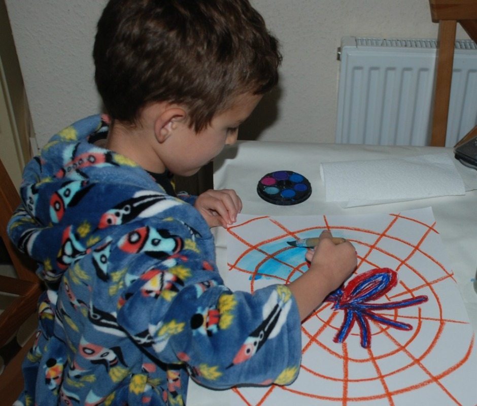 Spider picture activity for children. Draw the spider andi
