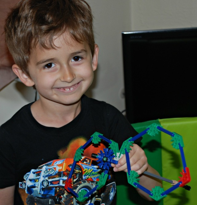 K'Nex the dragonfly with wings that move