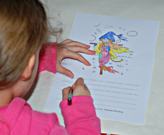Activity Village scarecrow themed writing paper. Perfect to use with the book The Scarecrow's Wedding
