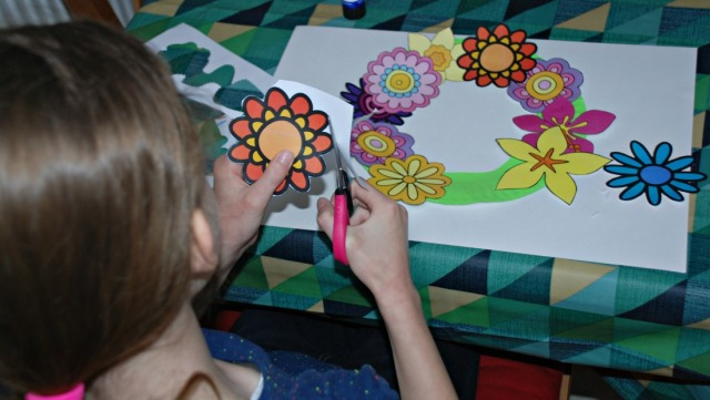 Activity Village Flower Craft. Flower Wreath