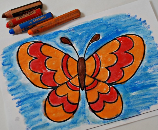 Colouring in a butterfly picture using our STABILo 3-in1 pencils