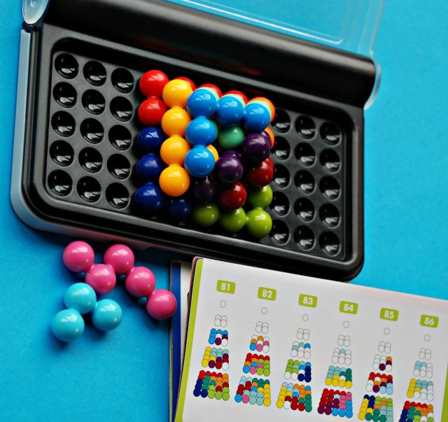 Lucky Gecko Summer Box has an IQ Puzzler Pro game included which has 3D challenges