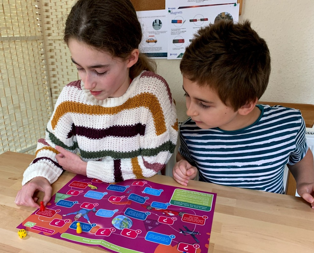 REvising with the Forces Active Learning Game